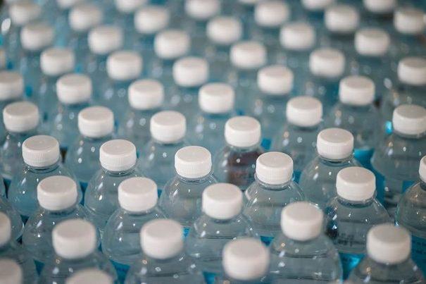 La CNMC insta al MITECO a redefinir mejor el impuesto al plástico que prevé la nueva ley de residuos