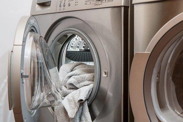 Los detergentes ecológicos son igual de eficaces que los convencionales, según un estudio de la OCU