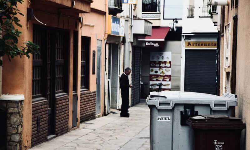 Valencia: Aprobada una rebaja en la tasa de basura a negocios no esenciales por la crisis de COVID-19 en Castellón