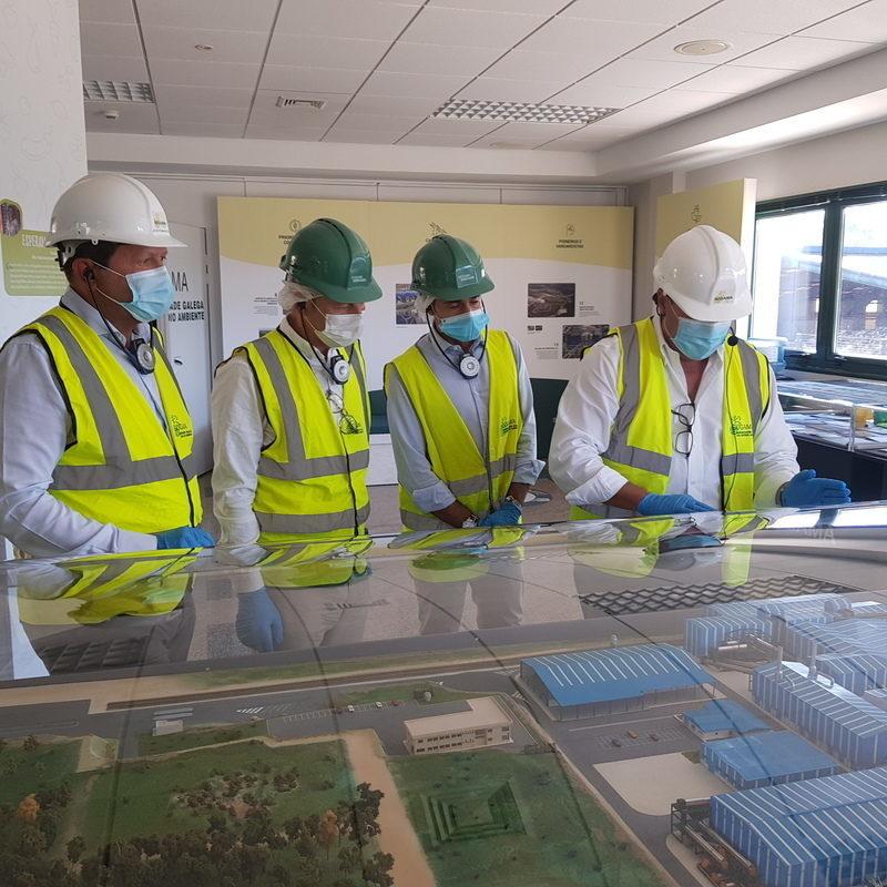 El equipo directivo del IGAPE visita la planta de SOGAMA