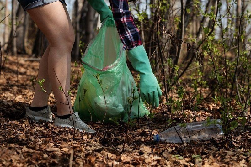 Almería: Un centenar de voluntarios participan en una recogida de residuos en el Salar de los Canos
