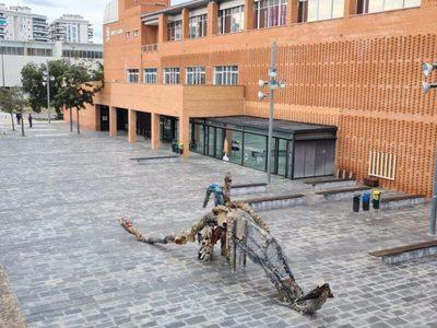 Valencia: Instalada en el Campus de Gandía escultura realizada con basura marina