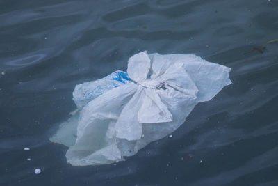 La profundidad de las costas españolas favorece la acumulación de basura marina, según un informe