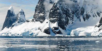 Investigadores españoles hallan microplásticos en el agua dulce de la Antártida