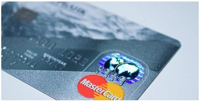 Mastercard lanza una calculadora de huella de carbono para que los consumidores conozcan el impacto ambiental de sus compras