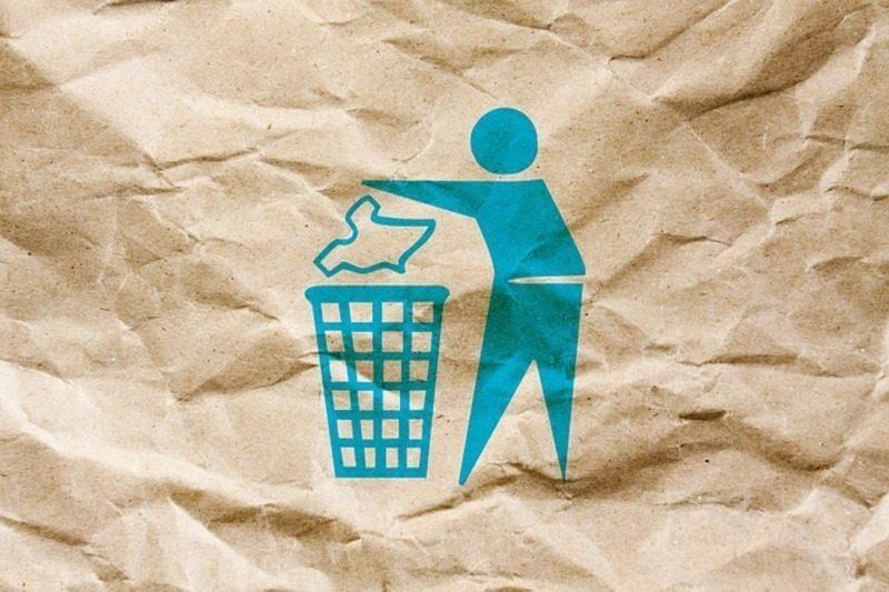 ¿Qué se puede tirar al contenedor azul y qué no?