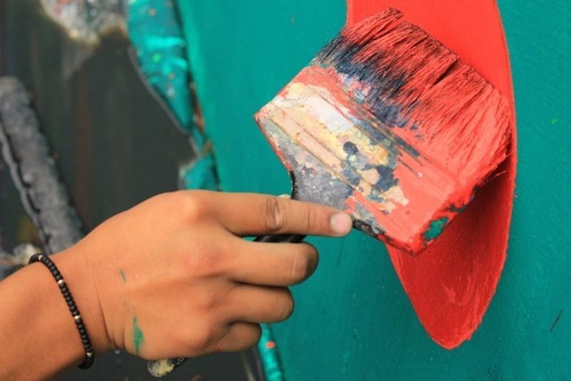 Un proyecto transforma emisiones industriales en pinturas, barnices y adhesivos para calzado y mobiliario
