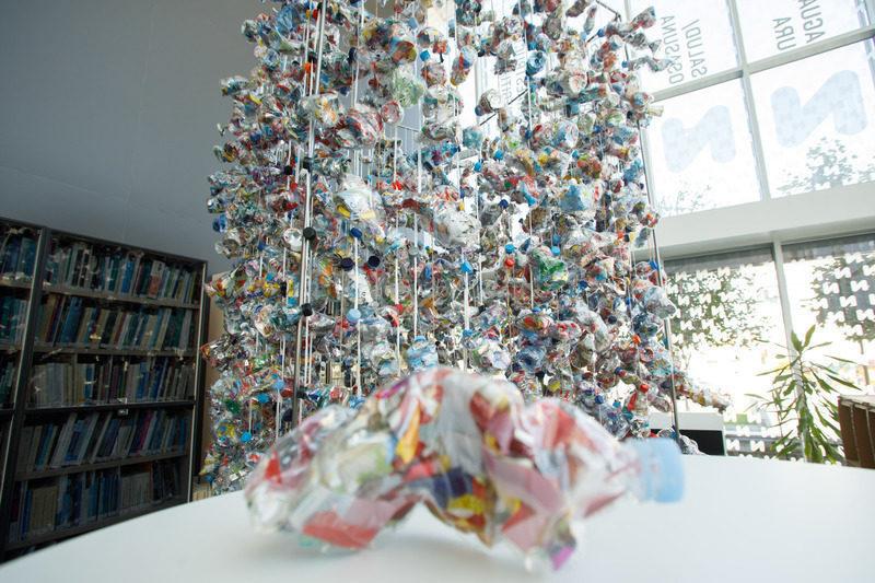 """Navarra: La instalación """"Botella La Bella"""" combina arte y residuos"""