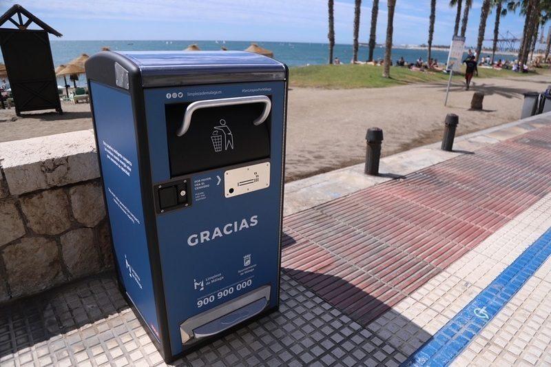Andalucía: Instaladas las primeras papeleras solares de un proyecto piloto en Málaga