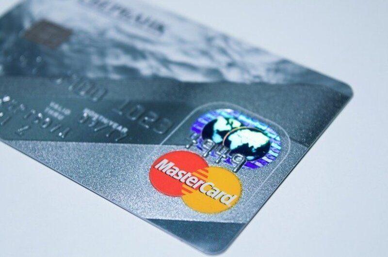 Mastercard lanza un sello que ayudará a los consumidores a identificar tarjetas sostenibles