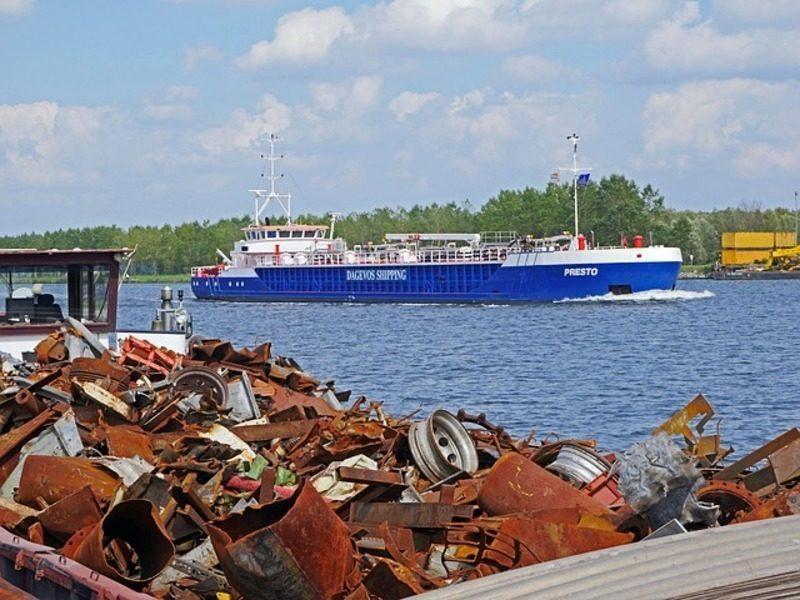 Cataluña: En marcha un innovador sistema con drones para recoger residuos en el Puerto de Badalona