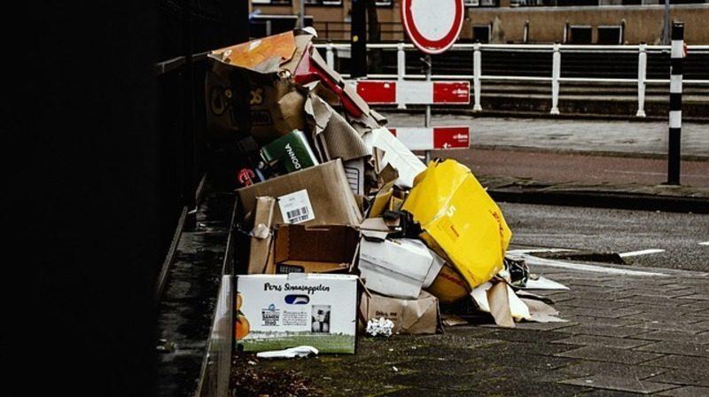 Basura: el eterno problema que engulle las calles de Roma