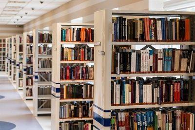 Las bibliotecas de Helsinki sustituyen el forro de sus libros por un bioplástico vegetal